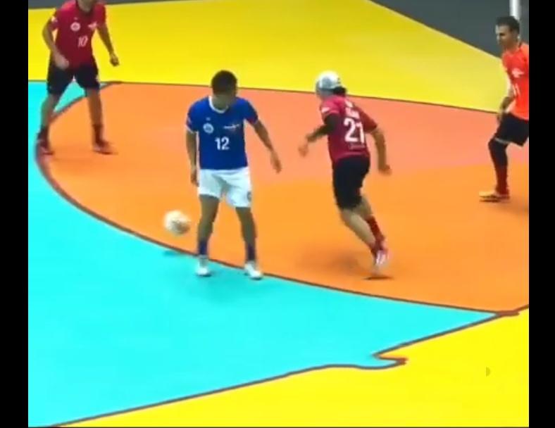 Skills! Humiliating Futsal Nutmeg